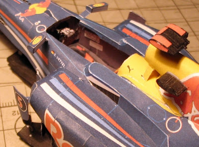 болид Red Bull RB6 из бумаги изнутри