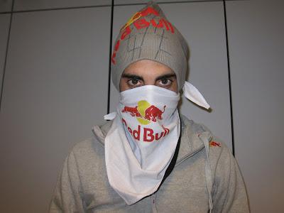 Себастьян Буэми в маске Red Bull