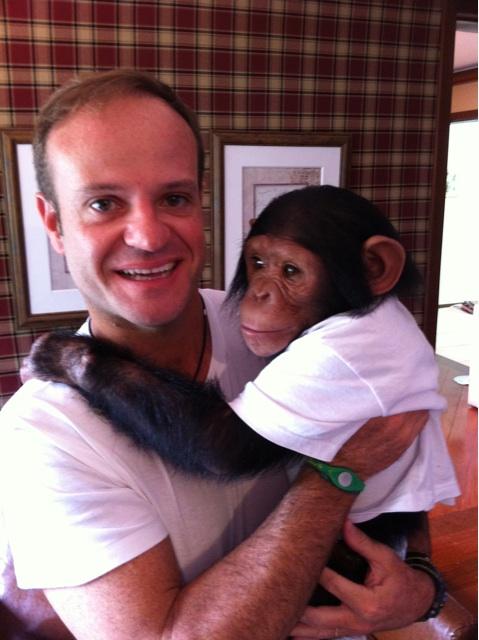 Рубенс Баррикелло с обезьянкой Кенди