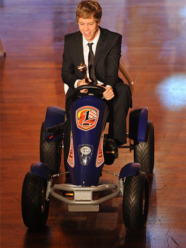 Себастьян Феттель получает награду спортсмена года Германии 19 декабря 2010