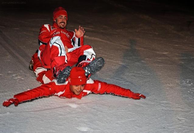 Фернандо Алонсо скатывается на Фелипе Массе с горки на Wrooom 2011