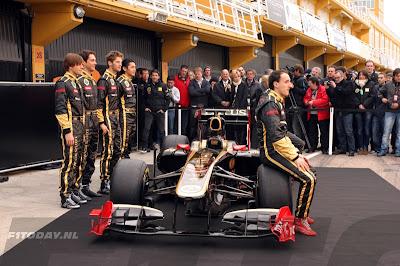 Роберт Кубица на презентации нового болида Lotus Renault на трассе Рикардо Тормо