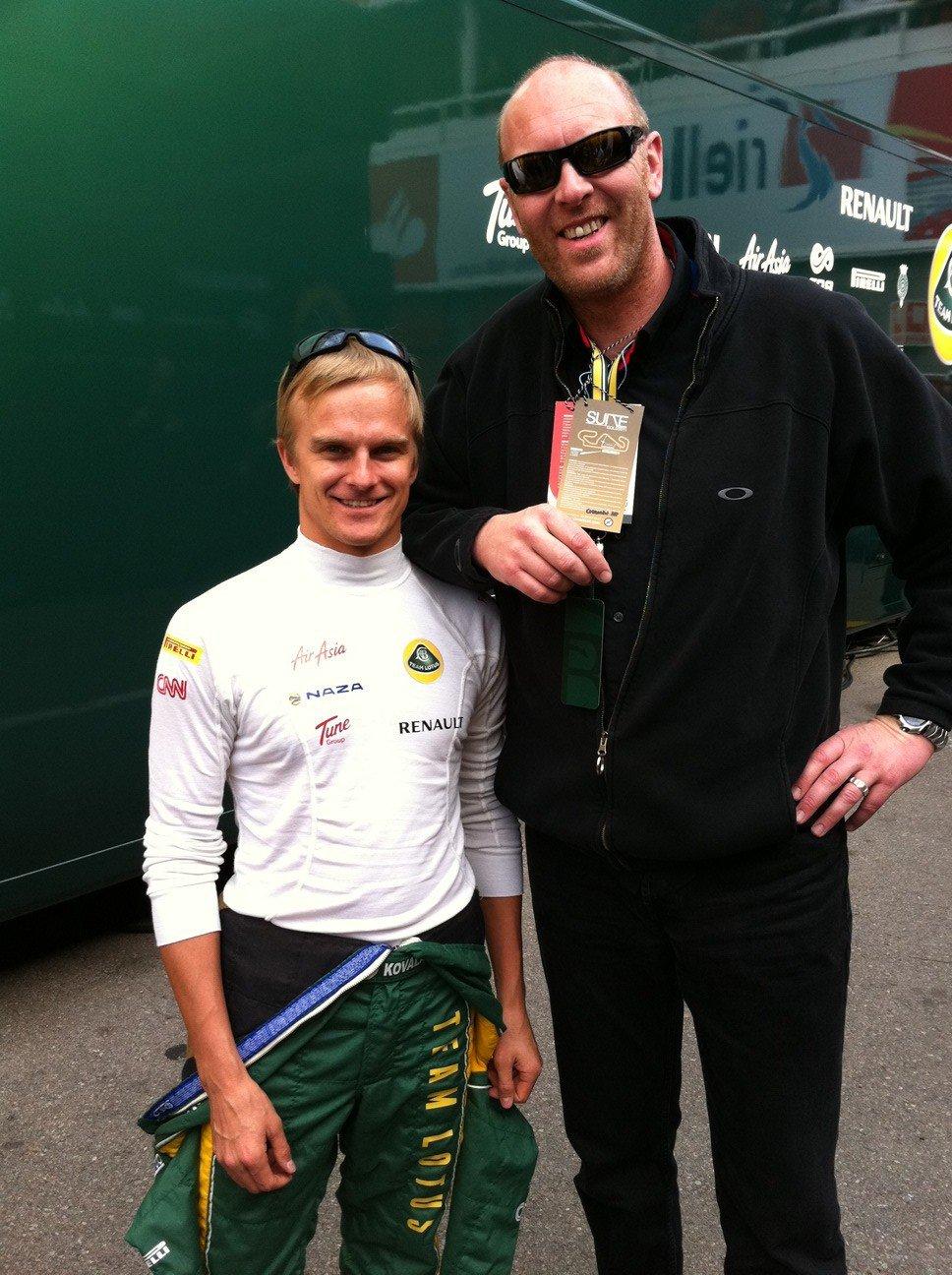 Хейкки Ковалайнен и Джереми Чандлер на предсезонных тестах 2011 в Барселоне