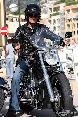 Дэвид Култхард на мотоцикле и в кожаной куртке на Гран-при Монако 2007