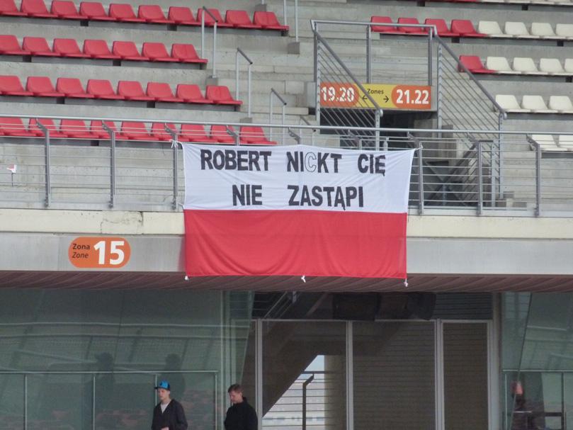 болельщики Роберт Кубицы на тестах в Барселоне в марте 2011
