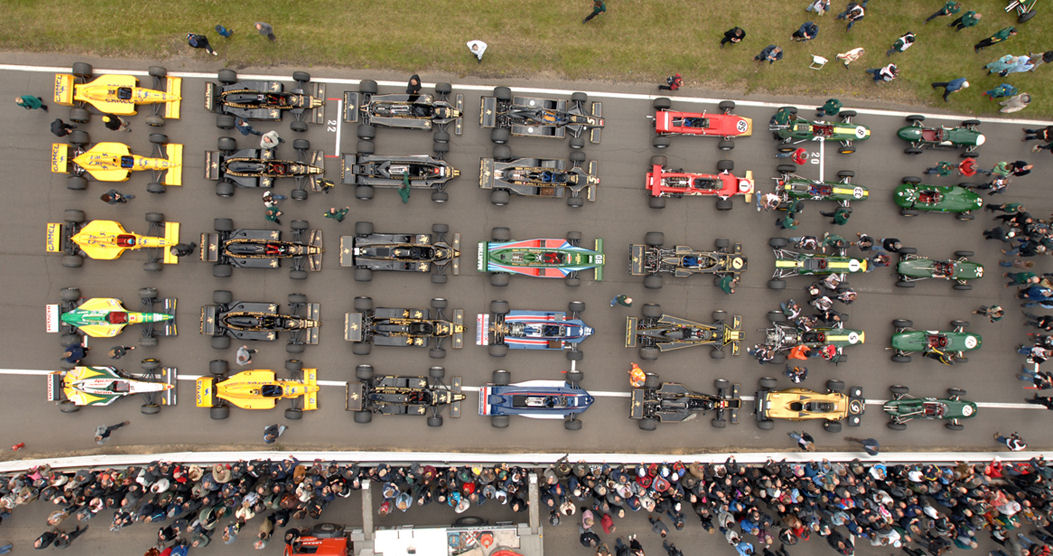 болиды Team Lotus на фестивале в Снеттертоне 20 июня 2010