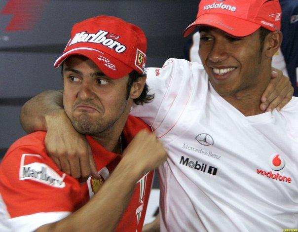 Фелипе Масса держит кулак Льюису Хэмилтону на Гран-при Бахрейна 2007