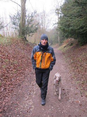 Марк Уэббер на прогулке с собакой по кличке Shadow