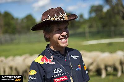 Себастьян Феттель в ковбойской шляпе на ферме на Гран-при Австралии 2011