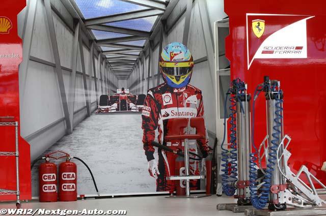баннер в боксах Фернандо Алонсо и Ferrari на Гран-при Австралии 2011