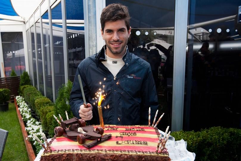 торт Хайме Альгерсуари на 21-летие на Гран-при Австралии 2011