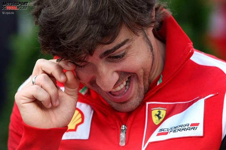 Фернандо Алонсо ни то смеется ни то плачет на Гран-при Австралии 2011