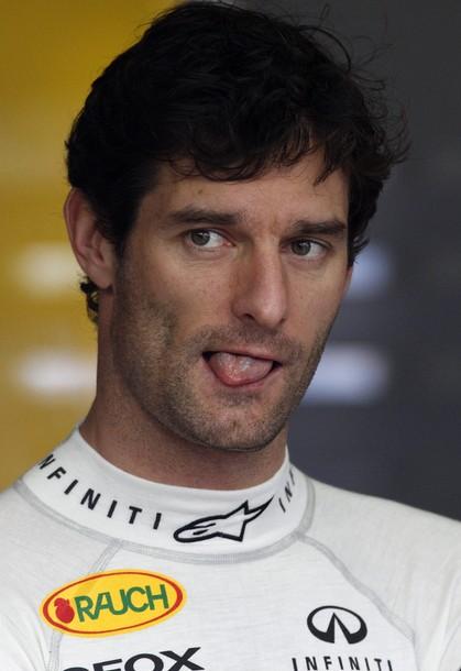 Марк Уэббер показывает язык на Гран-при Австралии 2011