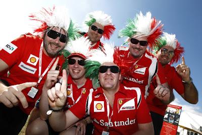 болельщики Ferrari палец Альберт-Парк Гран-при Австралии 2011