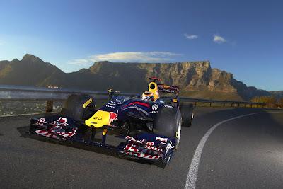 Нил Яни за рулем Red Bull на заездах в Кейптауне