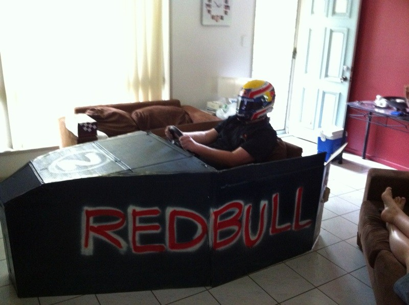 самодельный кокпит Red Bull для симрейсинга
