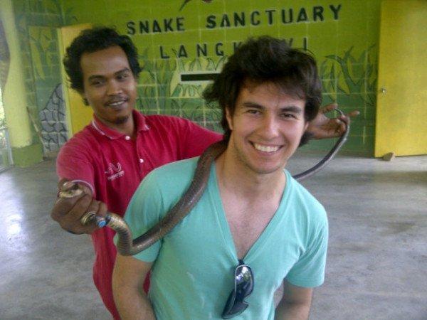 Серхио Перес со змеей на шее Snake Sanctuary 31 марта 2011 via @JaumeSallares