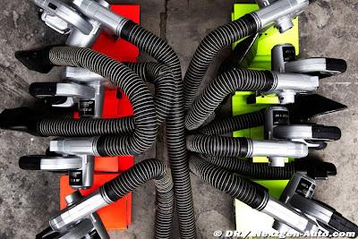 охлаждающие устройства тормозов Mercedes GP для Михаэля Шумахера и Нико Росберга на Гран-при Китая 2011