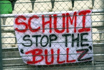 просьба болельщиков Михаэля Шумахера остановить Red Bull на Гран-при Малайзии 2011