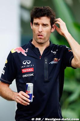 Марк Уэббер с банкой Red Bull на Гран-при Малайзии 2011