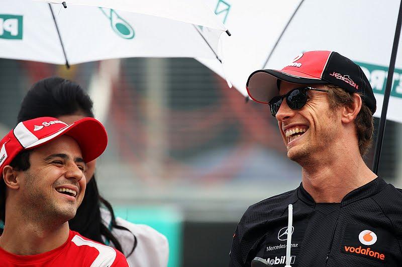 Фелипе Масса и Дженсон Баттон смеются на Гран-при Малайзии 2011