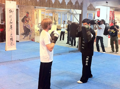 Ник Хайдфельд берет уроки боевых искусств в Шанхае