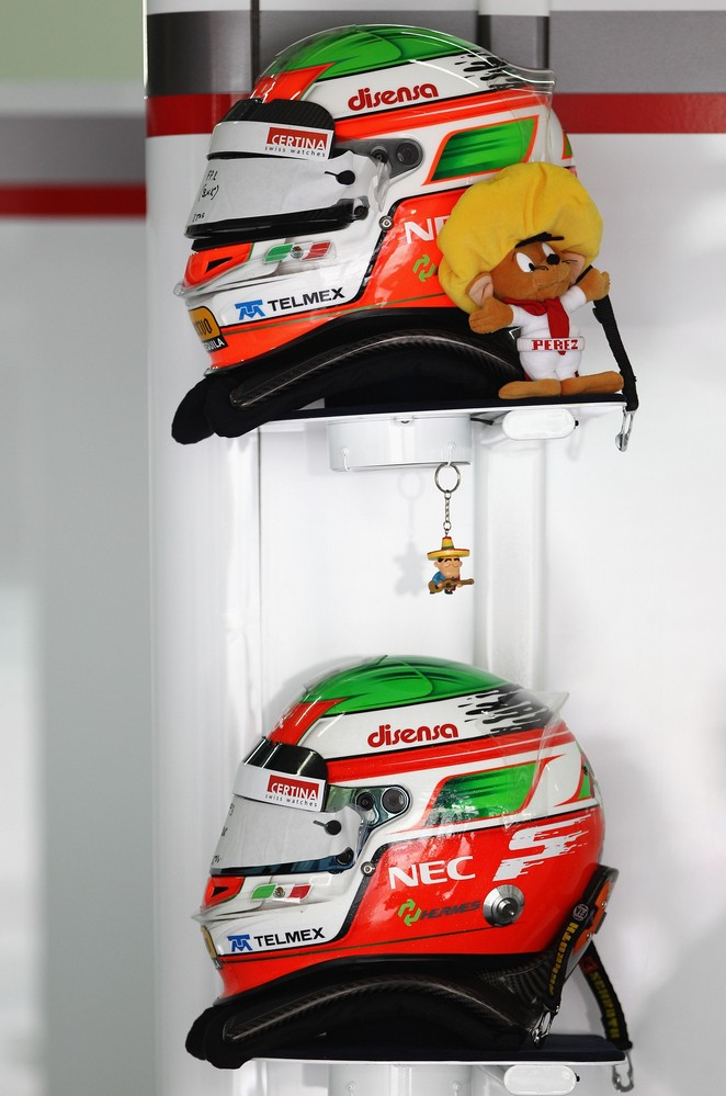 шлем с талисманами Серхио Переса на Гран-при Китая 2011