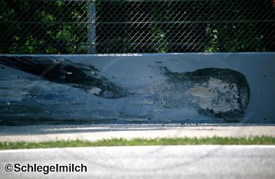 след от болида Айртона Сенны в бетонной стене поворота Tamburello на трассе Имола на Гран-при Сан-Марино 1994