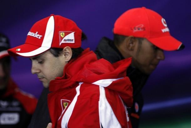 Фелипе Масса и Льюис Хэмилтон усаживаются на пресс-конференцию Гран-при Турции 2011 в четверг