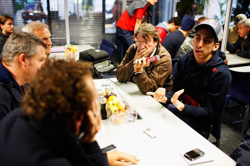 Себастьян Буэми дает интервью на Гран-при Турции 2011