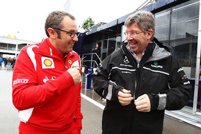 Стефано Доменикали и Росс Браун разговаривают в паддоке Истамбула на Гран-при Турции 2011