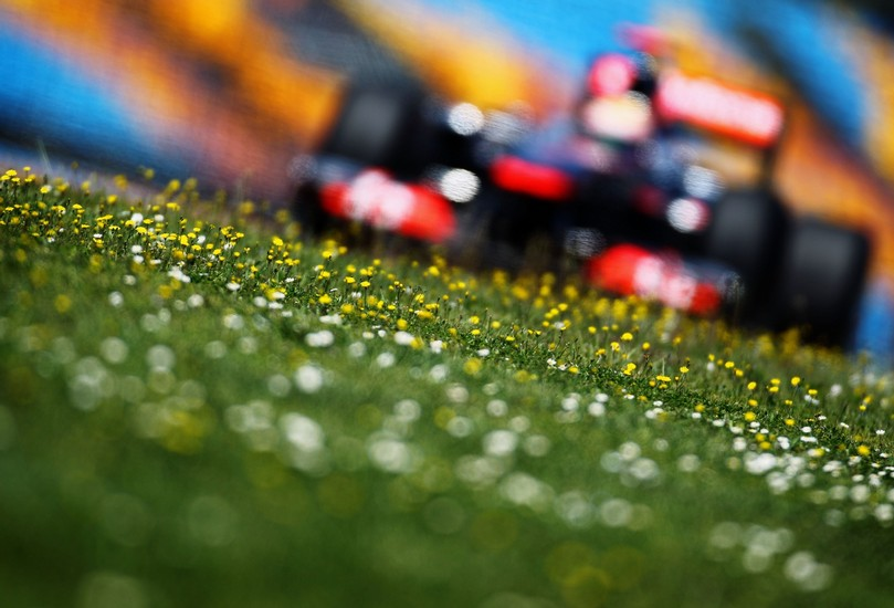 Льюис Хэмилтон McLaren на трассе Истамбул-Парка Гран-при Турции 2011