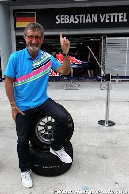 трибьют пальцу Себастьяну Феттелю от Эдди Джордана на Гран-при Малайзии 2011