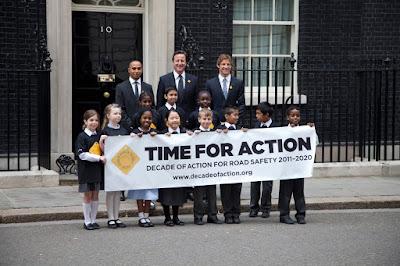 Льюис Хэмилтон и Дженсон Баттон с детьми в Лондоне