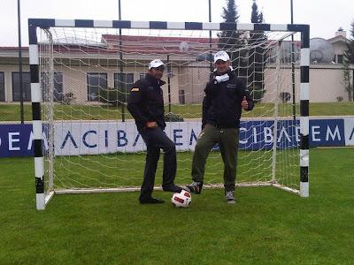 Витантонио Льюцци и Нараин Картикеян на воротах на Гран-при Турции 2011