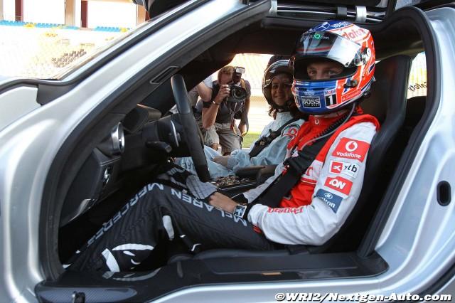 Дженсон Баттон и девушка в сэйфти-каре на Гран-при Турции 2011