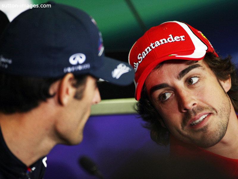 Фернандо Алонсо наклонился к Марку Уэбберу на пресс-конференции в четверг на Гран-при Испании 2011