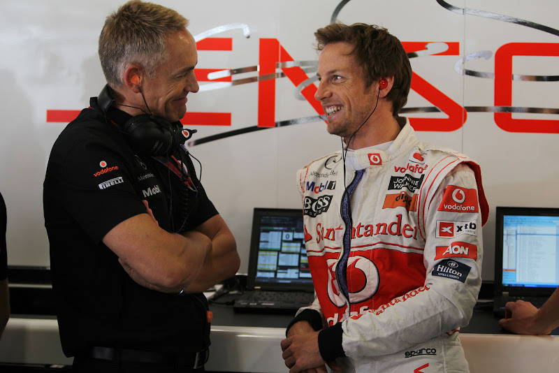 Мартин Уитмарш и Дженсон Баттон в боксах команды McLaren на Гран-при Испании 2011