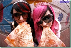 eat_pizza_on_curbs--large-msg-118011061117[1]
