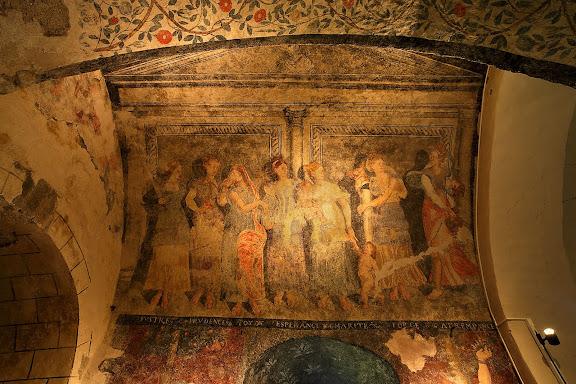 Església romànica de Santa Eulàlia d'Unha. Pintures murals de finals de segle XVI o principis del XVII, i en elles es representen les set virtuts teològiques i cardinals, representades per personatges femenins i en estil clàssic. Les pintures s'ubiquen en el primer tram de la volta de la paret sud lateral de l'església.Naut Aran, Val d'Aran, Lleida