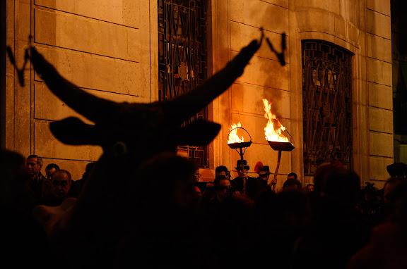 Carnaval de Tarragona, dimarts (28.02.2006)L'Enterrament, plaça de la Font. Cremallers i el Bou.