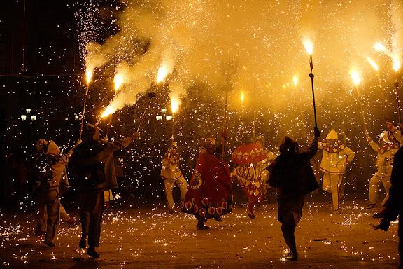 Carnaval de Tarragona, dimarts (28.02.2006)L'Enterrament, plaça de la FontColla de Diables Voramar