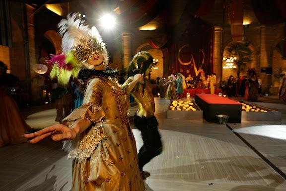 Gran baile de máscaras a la italiana y presentación de nuevas añadas de vino de 15 bodegas de Haro, un grupo de actores dramatizan una historia relacionada con el mundo del vino y Haro, acompañados por una orquesta clásica barroca (Bóreas Cámara), DOC Rioja, Haro, la Rioja