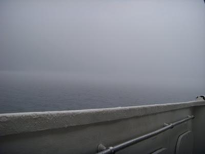 バイカル湖上に垂れこめる雲