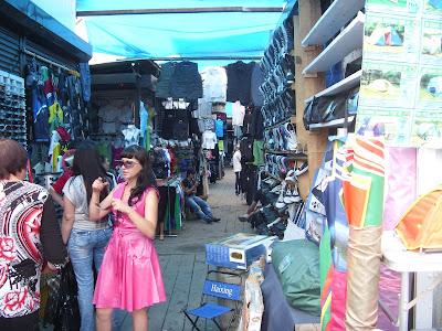 中国市場の洋服売り場