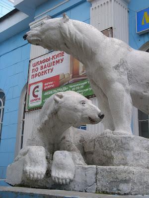 白くまの彫像