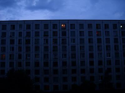 向かいのアパート