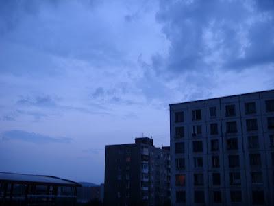 夜明けのような白夜の空