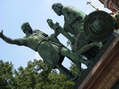 Kozma MininとDmitry Pozharskyの像
