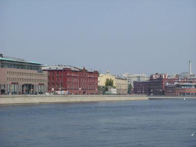 モスクワ川からみたモスクワの町並み